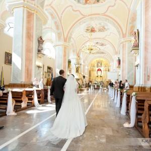 Zdjęcia z kościoła to część sesji ślubnej wykonanej na ceremonii zawarcia małżeństwa w kościele w Bielsku