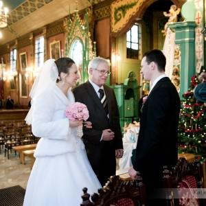 Oprócz sesji ślubnej i zdjęć na weselu fotograf robi zdjęcia także podczas ceremonii ślubu w Bielsku-Białej