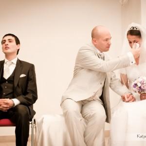Na zdjęciach ze ślubu powinny znaleźć się takie wzruszające momenty takie jak ten ze ślubu w Bielsku
