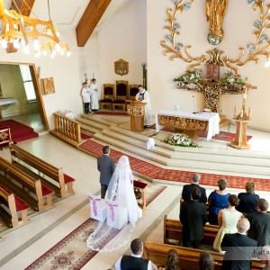 Oprócz zdjęć w kościele i na przyjęciu warto pomyśleć także o plenerze ślubnym zrobionym na starówce Bielska