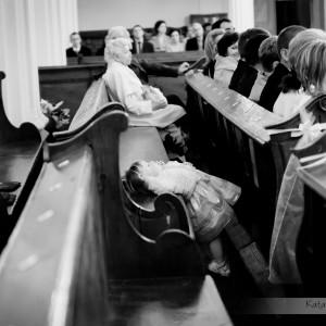 W trakcie ceremonii zawarcia małżeństwa fotograf ślubny musi wykazać się dużą czujnością, żeby uchwycić ciekawe momenty ślubu w Bielsku