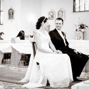 Po ceremonii zawarcia małżeństwa nowożeńcy często decydują się na sesję ślubną na starówce Bielska- Białej w ślubnych strojach