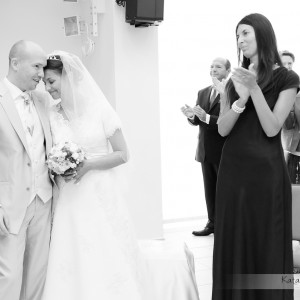 Dobrze wykonane zdjęcia ze ślubu przypominają sesję ślubną pozowaną już po ceremonii na przykład w centrum Bielska