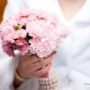 Podczas sesji ślubnej fotograf ma szansę uwiecznić wszystkie detale ze ślubu który odbył się w Bielsku-Białej pod koniec roku