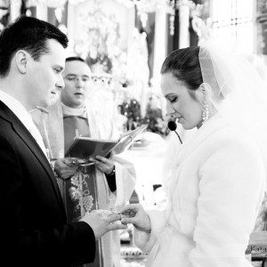 Niektórych sytuacji nie da się odtworzyć na sesji ślubnej więc fotograf powinien być obecny także podczas ślubu w Bielsku