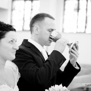 Zdjęcia ślubne pokazują także śmieszne momenty z ceremonii zawarcia małżeństwa czy z wesela w Bielsku-Białej