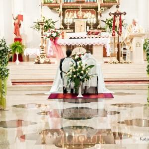 Zdjęcia ze ślubu pokazują także wnętrze pięknego kościoła w Bielsku, w którym odbył się niedawno ślub Asi i Bartka