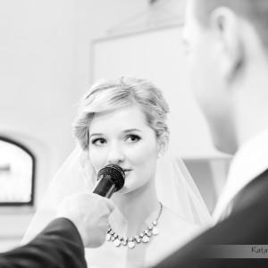 Natalia i Piotr zdecydowali się na zaproszenie fotografa na ślub do kościoła w Bielsku, a także na plener ślubny po ceremonii