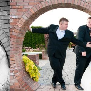 Album ślubny zawiera oprócz zdjęć ze ślubu także te wykonane na sesji plenerowej pod Bielskiem