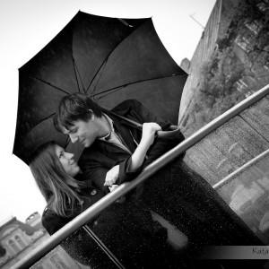 Spacer to idealny moment do zaproszenia fotografa ślubnego Bielsko i zrobienie sesji narzeczeńskiej