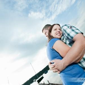 Zakochani Ania i Rafał zdecydowali się w ramach zdjęć ślubnych na sesję w plenerze nad jeziorem pod Bielskiem-Białą