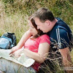 Dobrym pomysłem na wzbogacenie zdjęć ślubnych jest wykonanie sesji narzeczeńskiej na przykład w plenerze pod Bielskiem