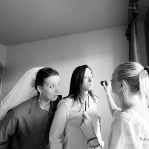 Zamawiając fotografa ślubnego upewnij się, że będzie obecny także przy przygotowaniach do ślubu w Bielsku