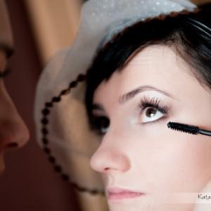 Do albumu z fotografią ślubną warto także dołączyć zdjęcia z przygotowań do ślubu w Bielsku