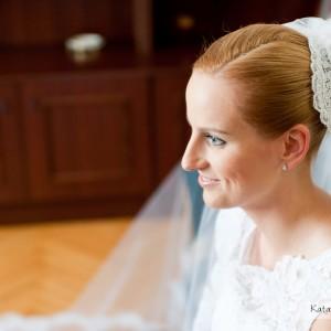 Zdjęcia ślubne wykonane podczas przygotowań w domu Panny Młodej przed wyjazdem do ślubu w Bielsku