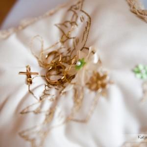 Na zdjęciach ślubnych muszą znaleźć się także obrączki - nieodzowny symbol małżeństwa i ślubu w Bielsku