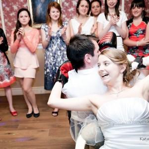 Zabawy weselne w Bielsku to doskonały moment na zrobienie kilku niepozowanych zdjęć ślubnych