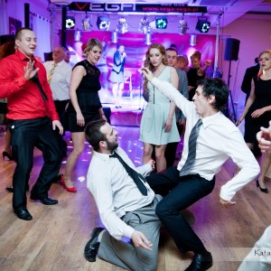 Oprócz pleneru ślubnego warto także mieć zdjęcia z zabawy na przyjęciu weselnym w Bielsku-Białej