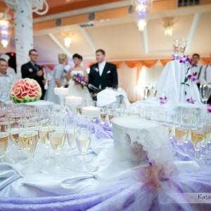 Zdjęcia najważniejszych momentów na weselu w Bielsku wykonuje profesjonalny fotograf ślubny