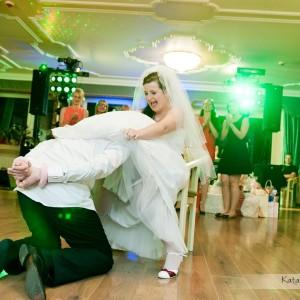 Oczepiny to ważny moment wesela w Bielsku - nie może zabraknąć na nim fotografa ślubnego