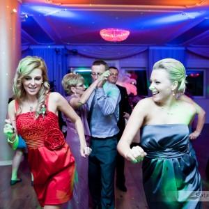Kiedy goście są na parkiecie fotograf ma możliwość zrobienia kilku zdjęć ślubnych do albumu weselnego z Bielska