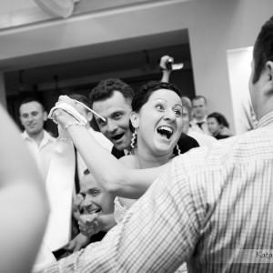 Zdjęcia ze ślubu pokazują zabawę do białego rana na przyjęciu weselnym Agaty i Michała z Bielska