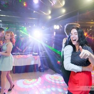 Oprócz sesji ślubnej w albumie ze ślubu warto także mieć zdjęcia z zabawy na przyjęciu weselnym w Bielsku-Białej