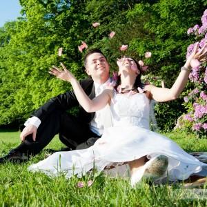 Dobra pogoda jest sprzymierzeńcem fotografa ślubnego robiącego sesję na przykład w Bielsku-Białej