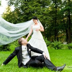 Fotograf ślubny zawsze może podpowiedzieć parze jakie miejsce wybrać na sesję plenerową na przykład w Bielsku