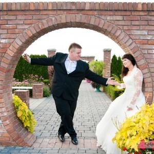 Album ze zdjęciami ślubnymi uzupełni dobrze sesja plenerowa wykonana na przykład na starówce Bielska-Białej