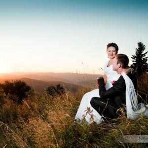 Plener ślubny nowożeńców realizowany jest przeważnie już po ślubie i weselu w ciekawych miejscach w Bielsku
