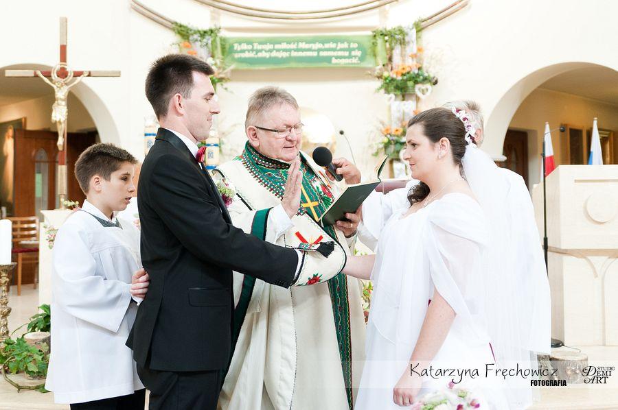 Para młoda składa przysięgę podczas ceremonii, reportaż ślubny bielsko