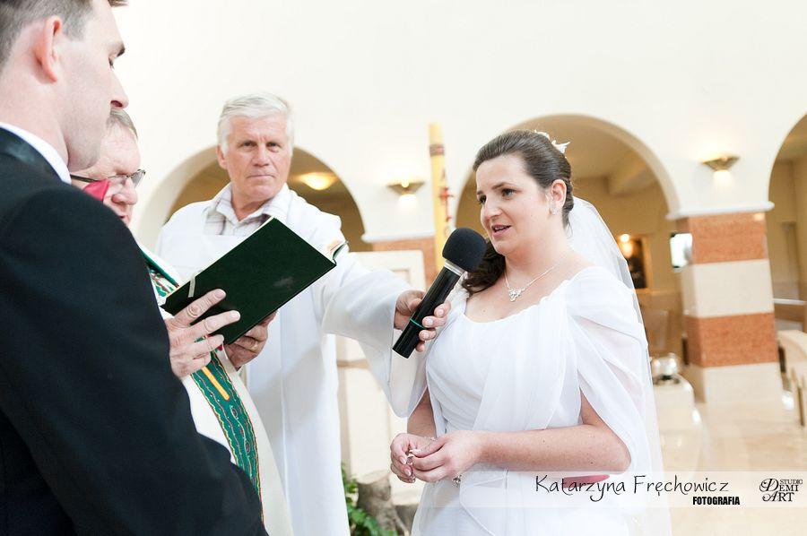 panna młoda składa przysięgę małżeńską, reportaż ślubny bielsko