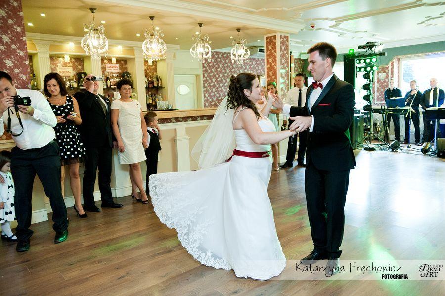 Fotograf na wesele Bielsko-Biała młoda para podczas pierwszego tańca