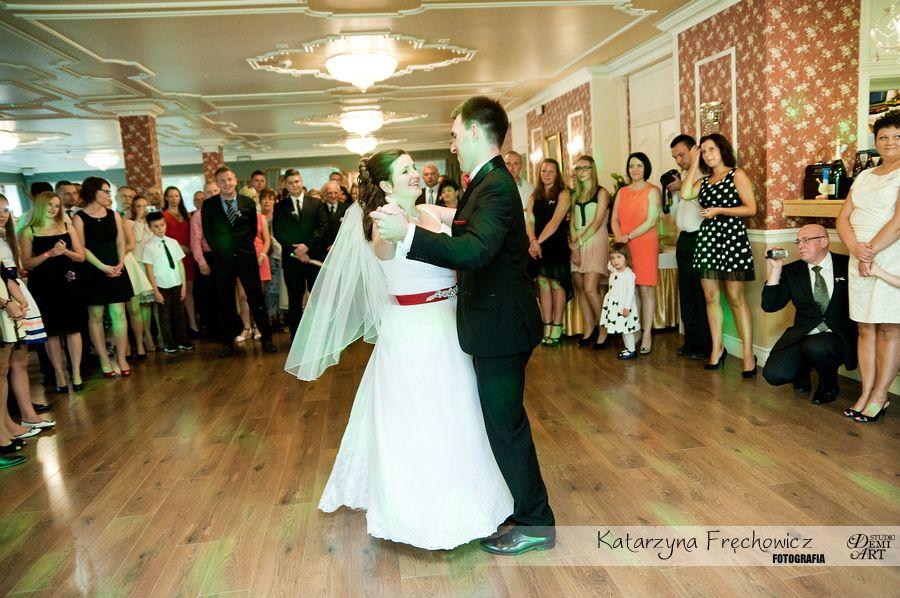 Fotograf na wesele Bielsko-Biała młoda para tańczy pierwszy taniec