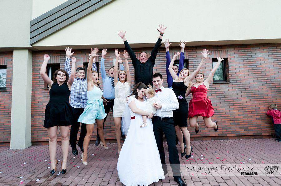 Fotograf na wesele Bielsko-Biała goście weselni wyskakują do zdjęcia